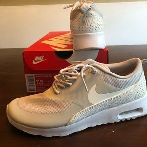 NWT nike women's air max Thea 7.5